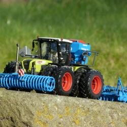 Xerion 3800 with Lemken seed drill 1/32 scale